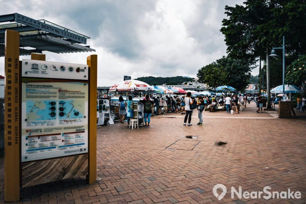 有不少人視西貢市中心為世界地質公園的起點。大家可在此找到火山探知館,報名參加「東壩半日遊」。