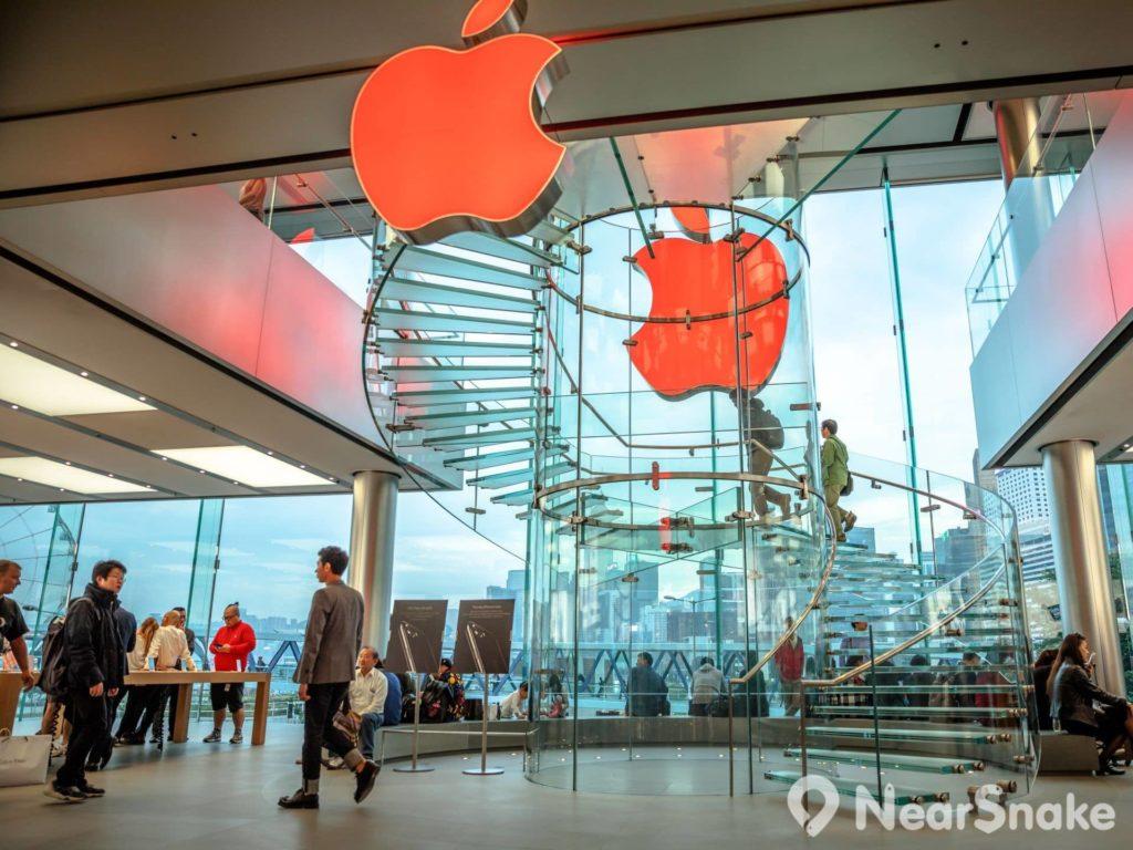 香港首間 Apple Store 於 2011 年 9 月 24 日在國際金融中心商場正式開業。