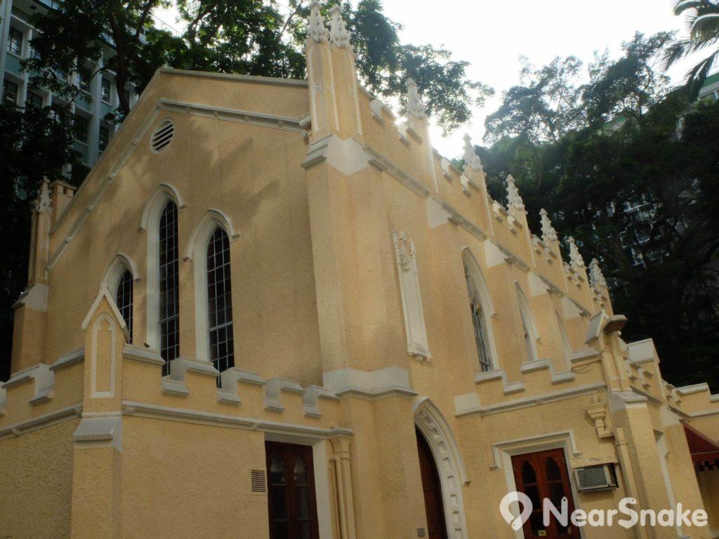 聖約翰座堂一旁的副堂在19世紀末加建,現時部分則劃作為書店。