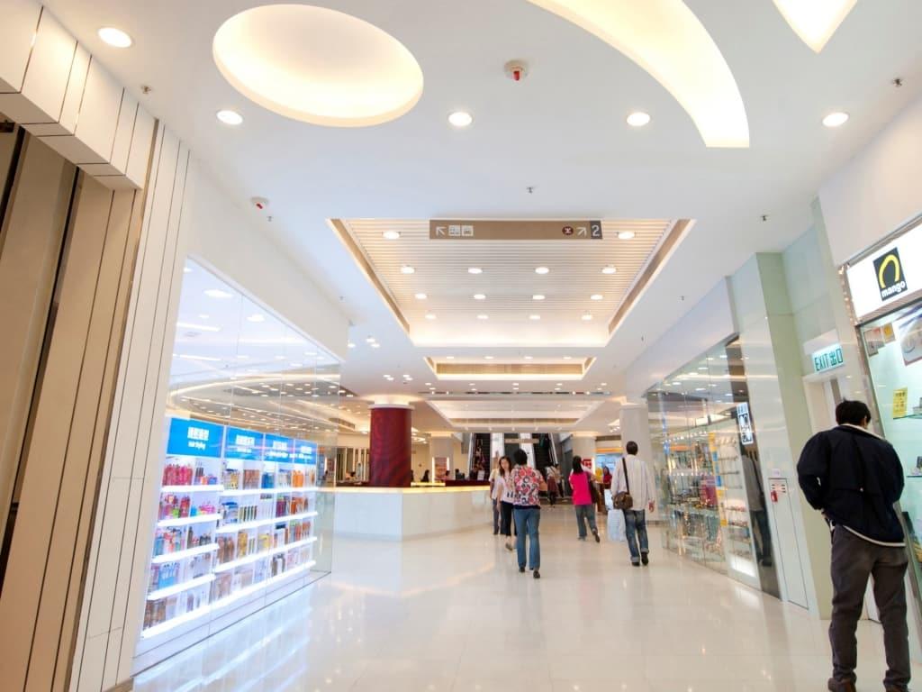 太和廣場進行翻新工程後,商場走廊變得光亮又寬闊。