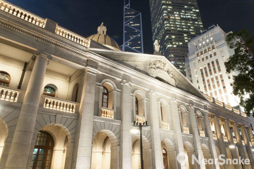 夜幕低垂下的終審法院大樓,別有一番美態。