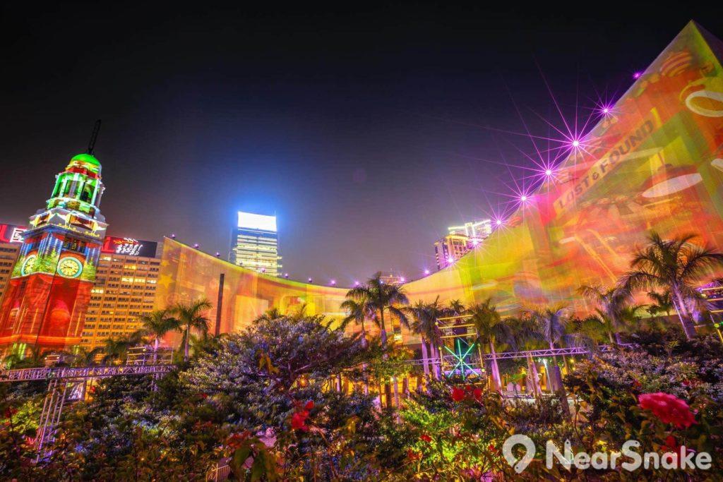 近年維港燈光匯演加入新元素,將鐘樓和文化中心變成激光屏幕。