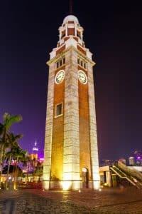在夜晚觀賞鐘樓另有一番風味。