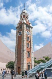 尖沙咀鐘樓以紅磚及花崗岩建成,具英國殖民地色彩。