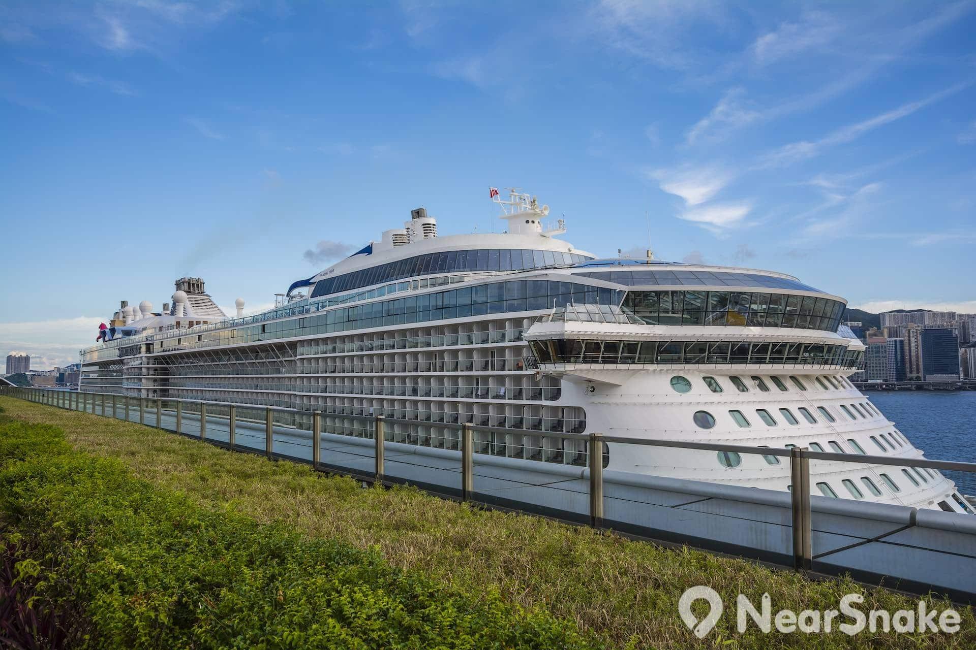 海洋量子號曾於 2015 年停靠啓德郵輪碼頭,它是全球第四大超豪郵輪。