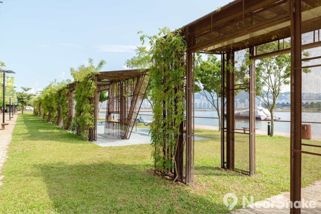 觀塘海濱花園地方空曠,亦有不少遮蔭設施。