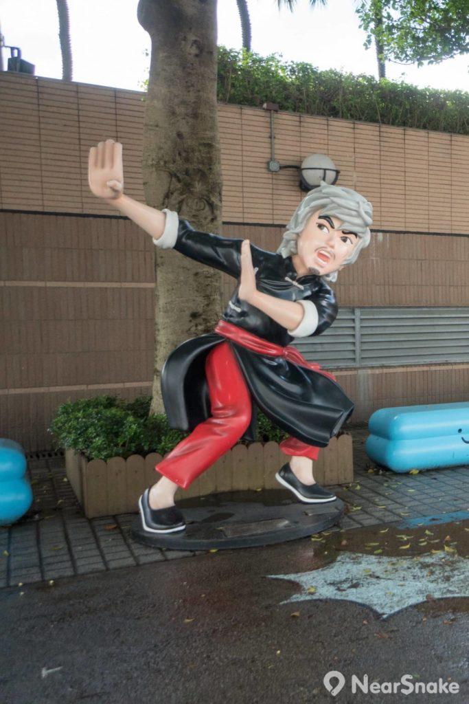 香港動漫海濱樂園: 華英雄大海無量甫士,原本應該好型。玩搞笑之後,「華生,你是在驚咩呢?」