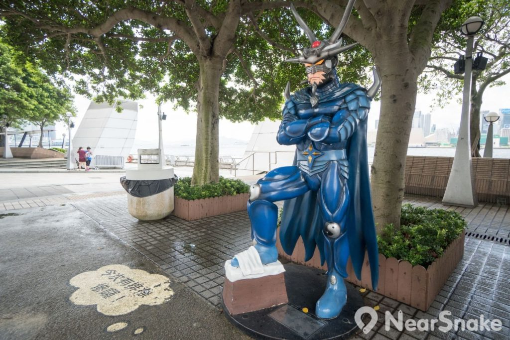 香港動漫海濱樂園: Cute 版龍神是威風不減,還叫人幫他擦鞋,不過該說你肥了還是矮了?
