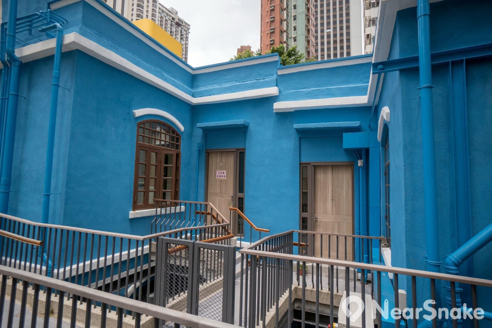 採用民居方式保育的藍屋,尚有多戶未被租出,有興趣者不妨租來一住吧!