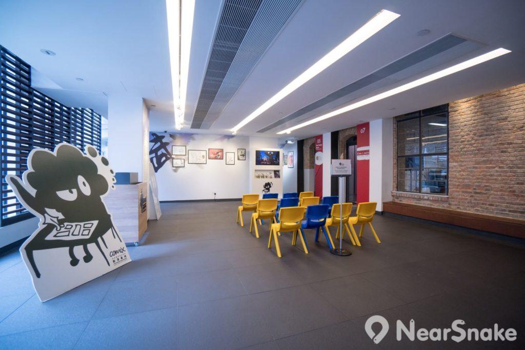 動漫基地 2 樓及 3 樓均設有可供舉辦交流會或講座的位置。