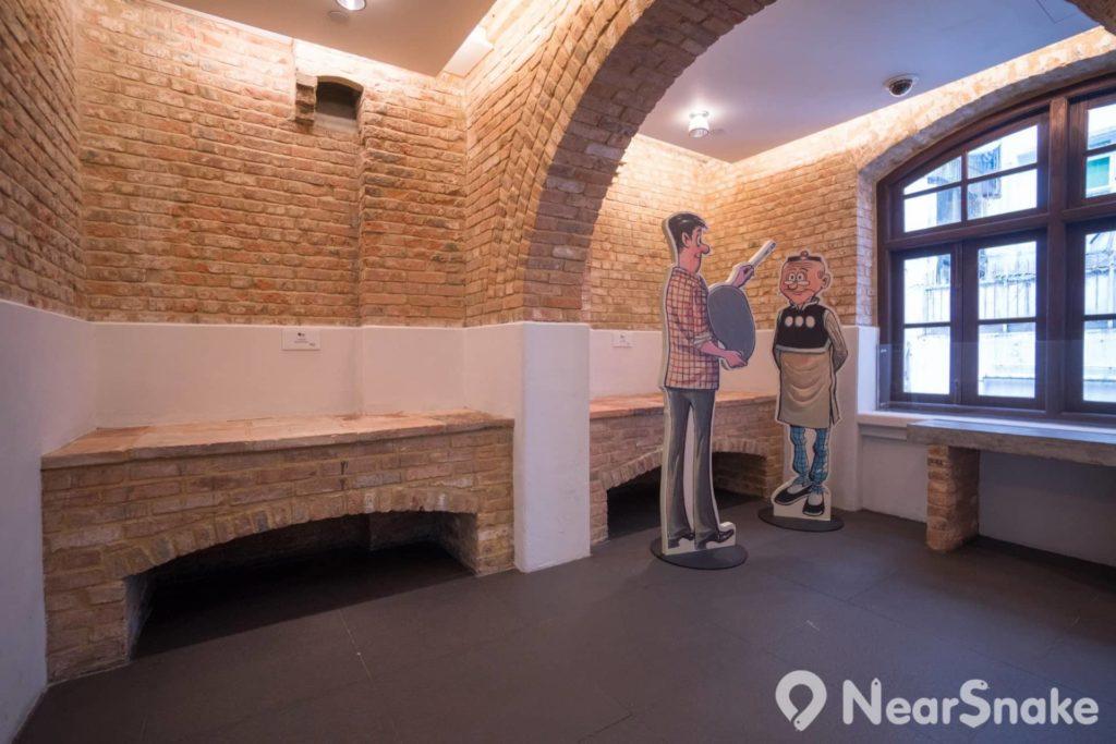 動漫基地唐樓廚房亦被翻新了,灶頭雖被密封,紅磚架構亦可見當時風貌。