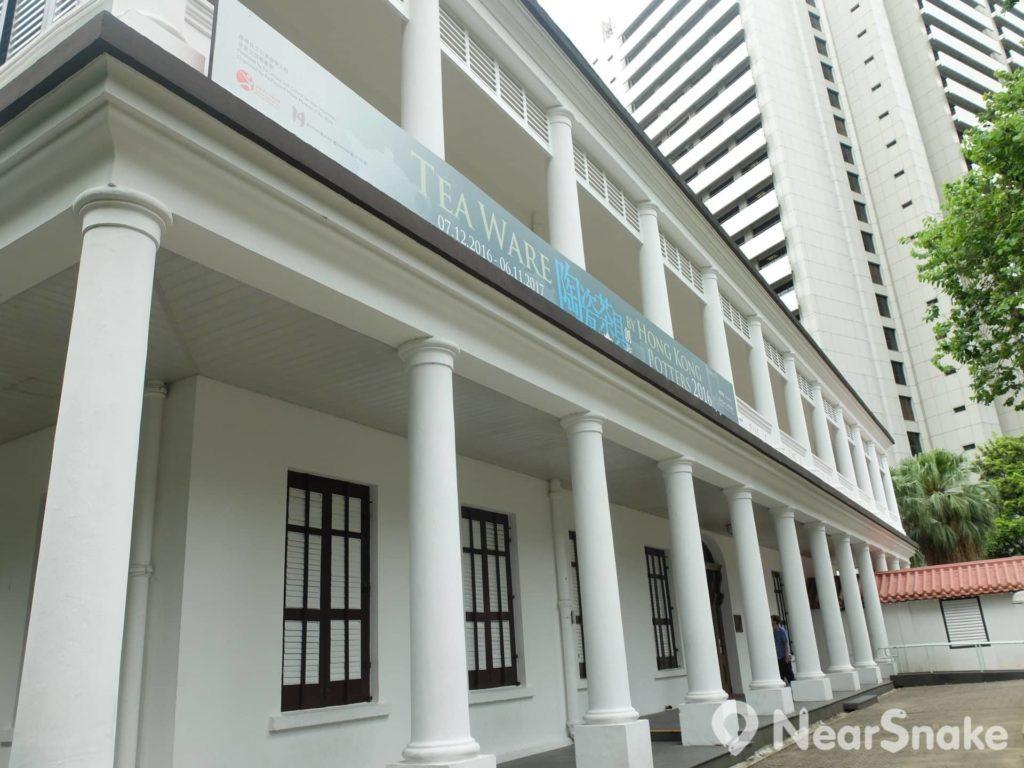 茶具文物館的前身是舊三軍司令官邸,是香港現存最古老的英式建築。