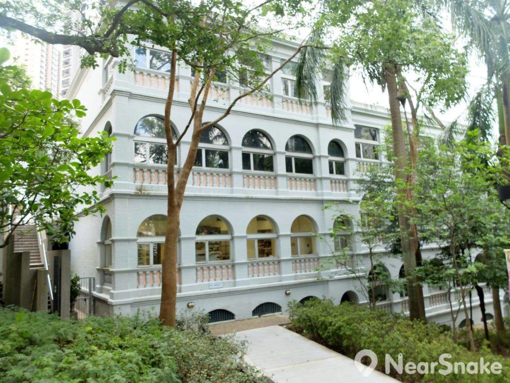 單看這幢古典英式建築物的外觀,有誰想到它竟是香港視覺藝術中心。