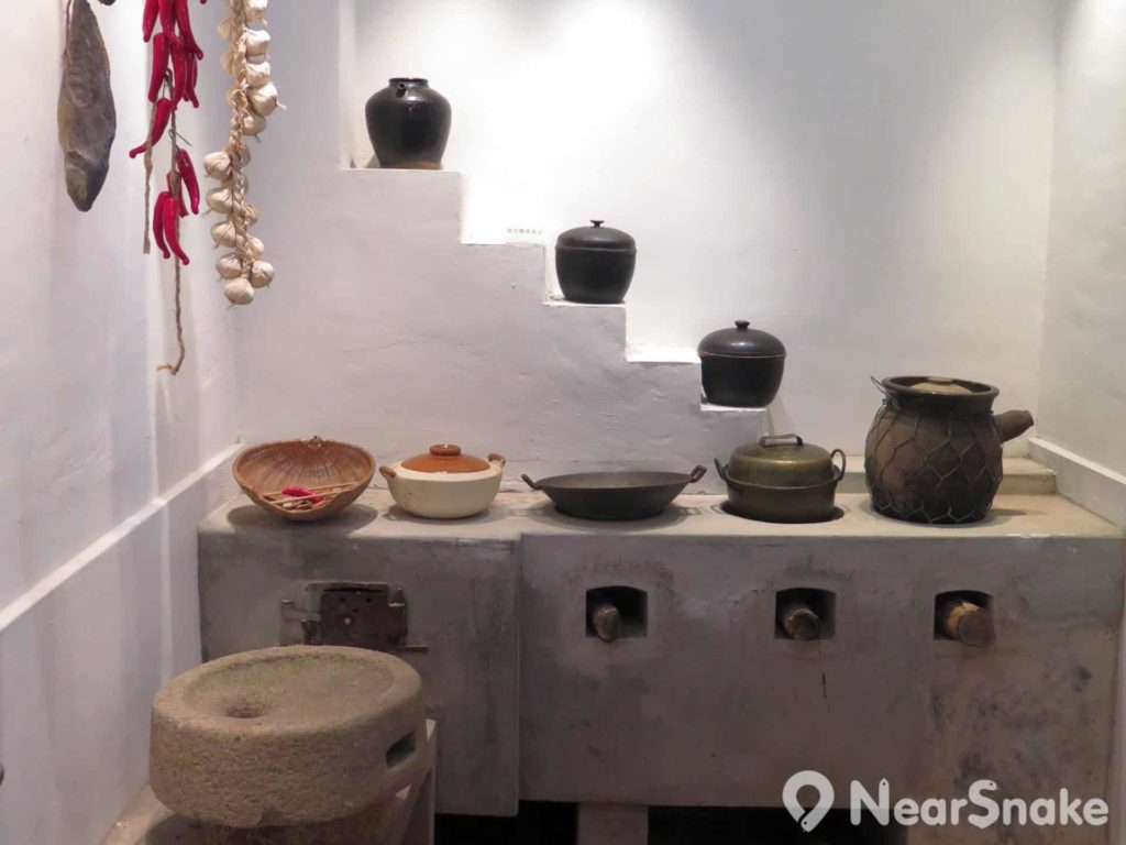 石家屋園: 踏入探知中心第一眼便能看到石屋復修後保留下來的舊式廚房,讓人感受昔日石屋居民的生活。