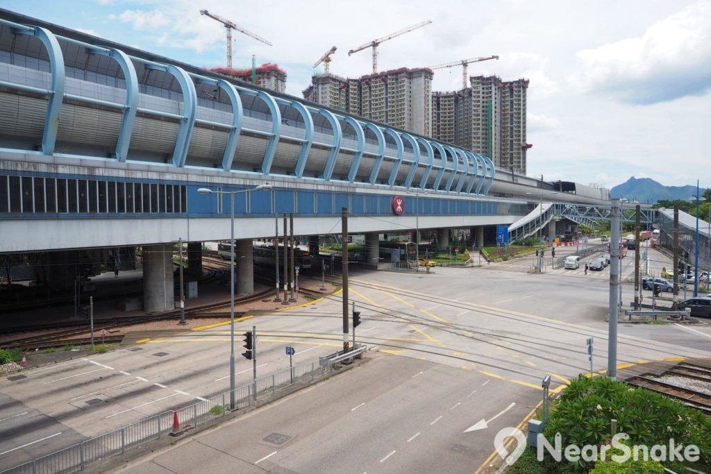 聚星樓的地段屬於鐵路沿線,毗鄰天水圍西鐵站,因此交通算是頗便利。