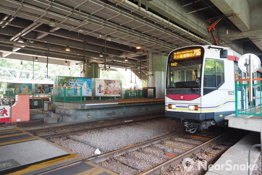 港鐵天水圍站的地面樓層為輕鐵天水圍站,大家在此轉乘輕鐵至屯門、元朗、天水圍各區也很方便。