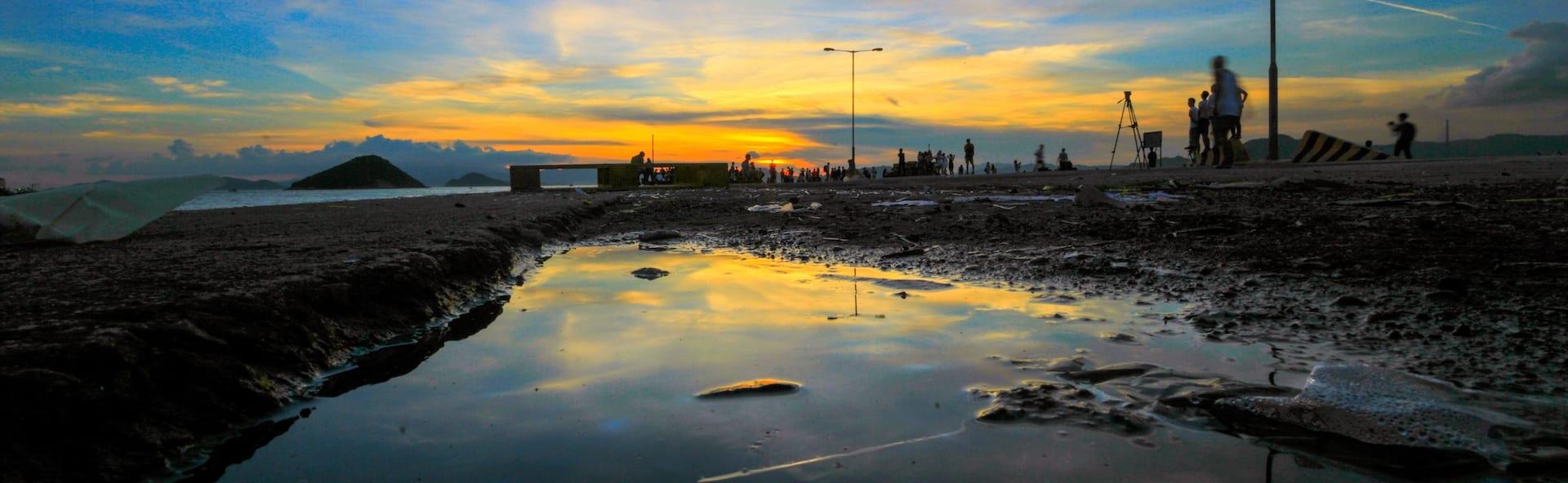 雨後黃昏時分,是拍攝天空之鏡的最佳時機。(圖片來源:維基共享/Man Ng,CC BY 2.0)
