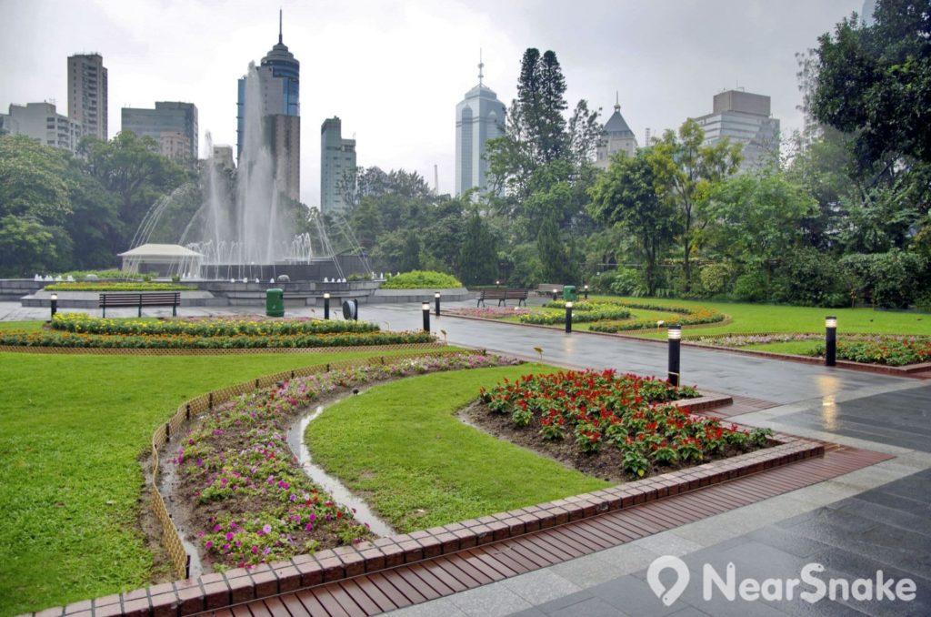 香港動植物公園曾經多次改建、擴建,唯獨中央噴水池位置百多年來不變,可說是見證著公園變遷。