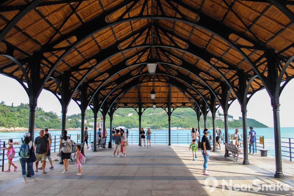 赤柱卜公碼頭的鋼鐵上蓋內部亦相當有美感。