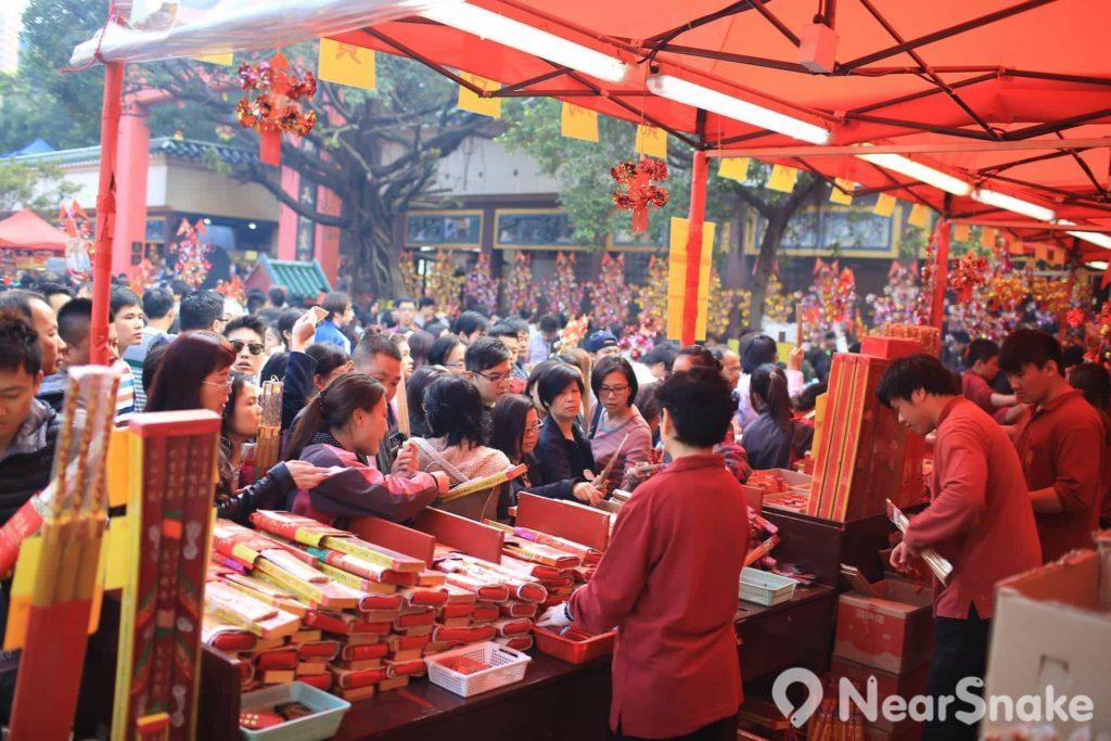 每逢農曆新年,尤其是年初二的車公誕,車公廟的人流便會突然湧現。