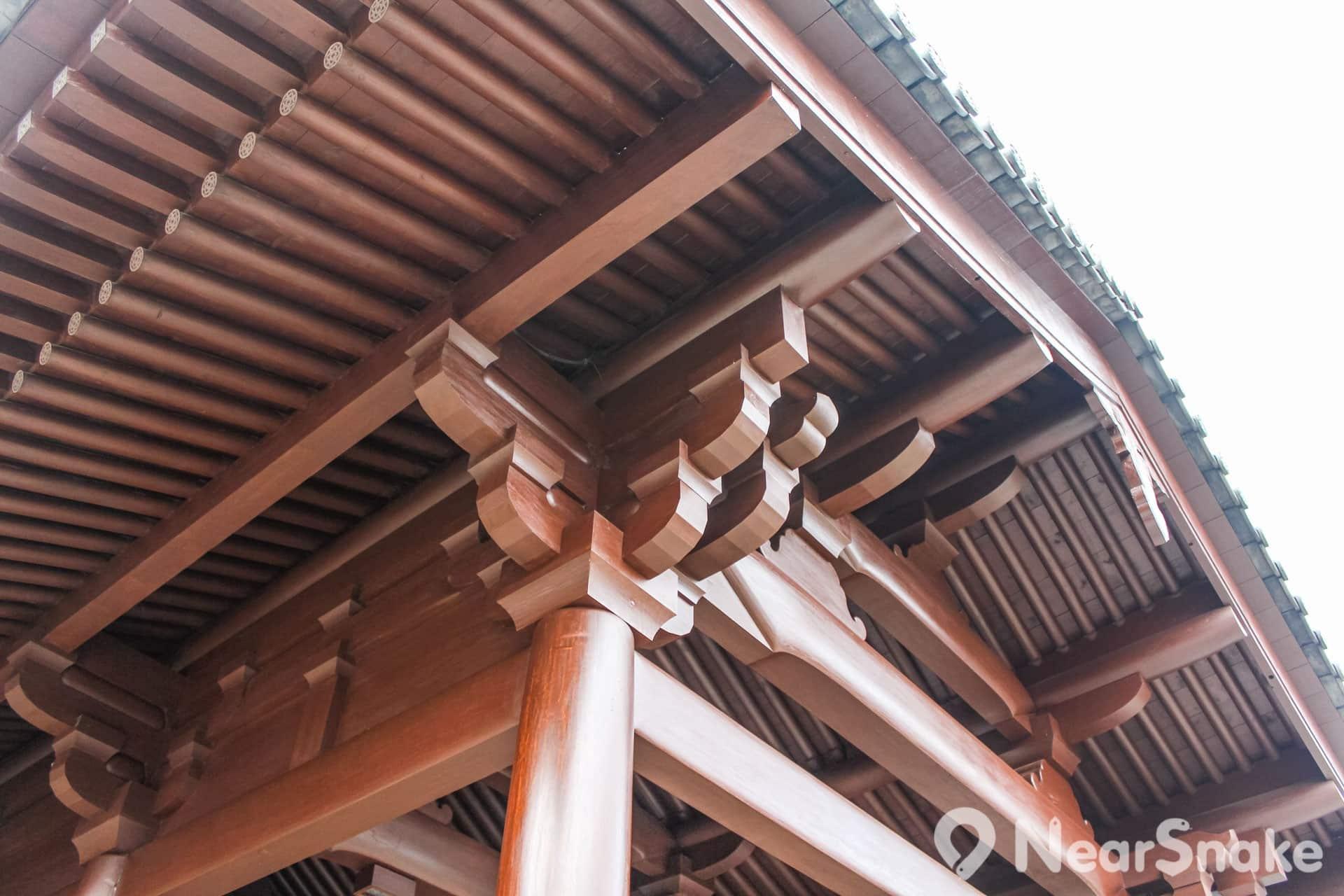 建築物的木構件均以榫接方式結合,造工精細複雜。