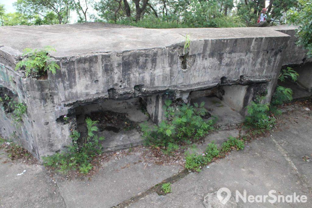 魔鬼山砲台底有不少戰壕,可躲藏在內避開攻擊。