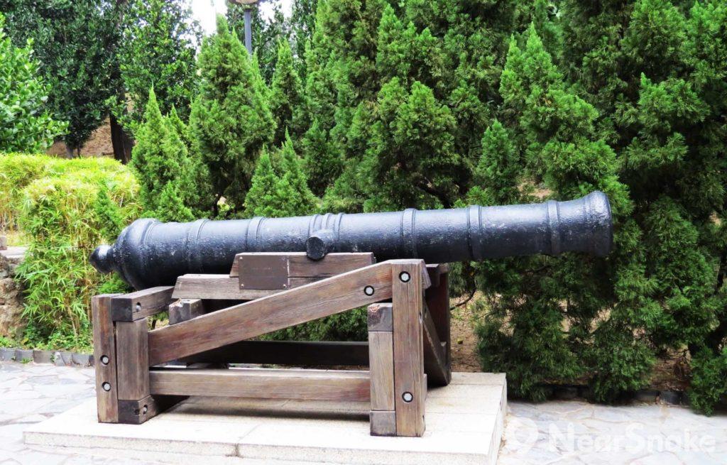 九龍寨城公園擺放著香港僅存的一批大炮。