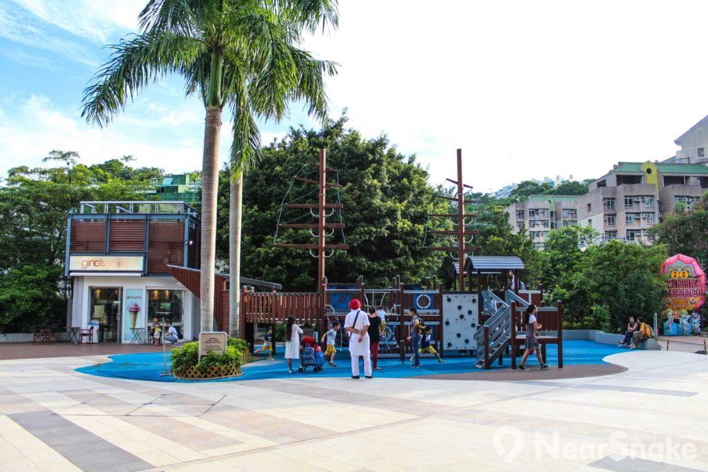 赤柱廣場的兒童遊樂區域以海盜船為設計藍本。