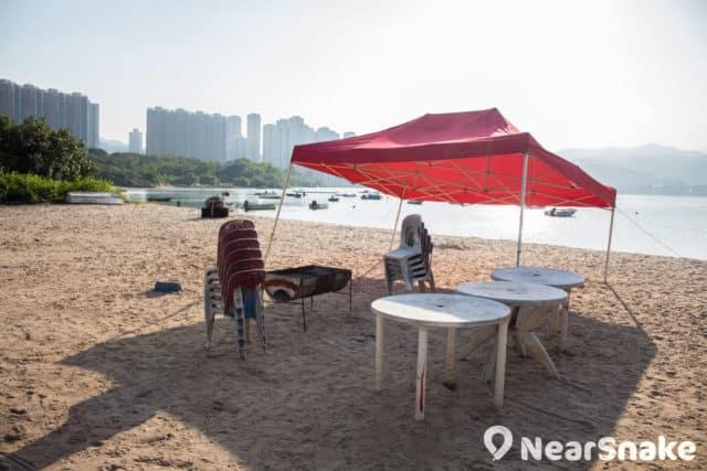 渡頭灣村對出的沙灘雖不適宜游泳,但卻是燒烤或野營的絕佳地點。