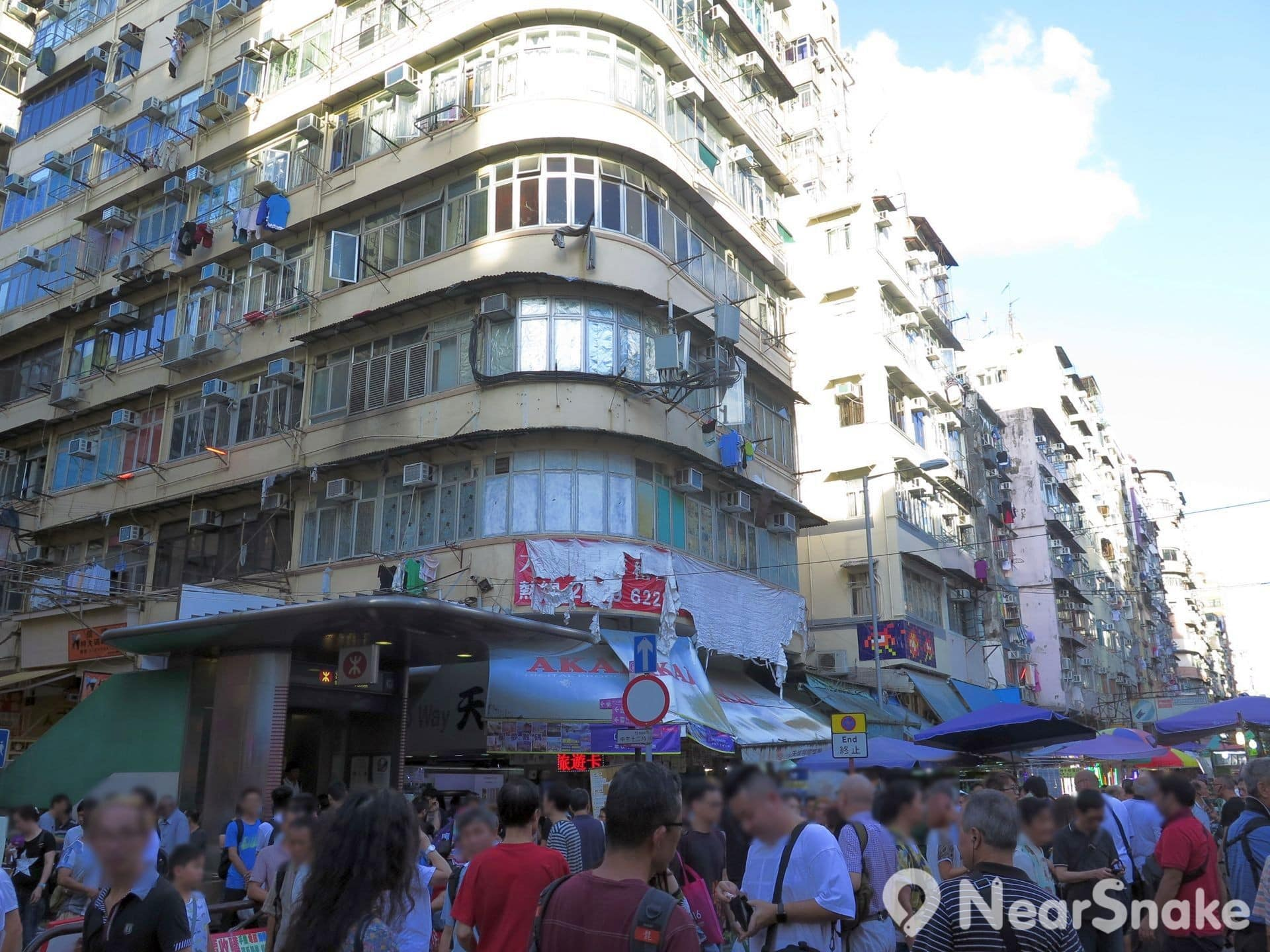 鴨寮街毗連的部分桂林街上也同樣有擺賣電子零件的攤檔。