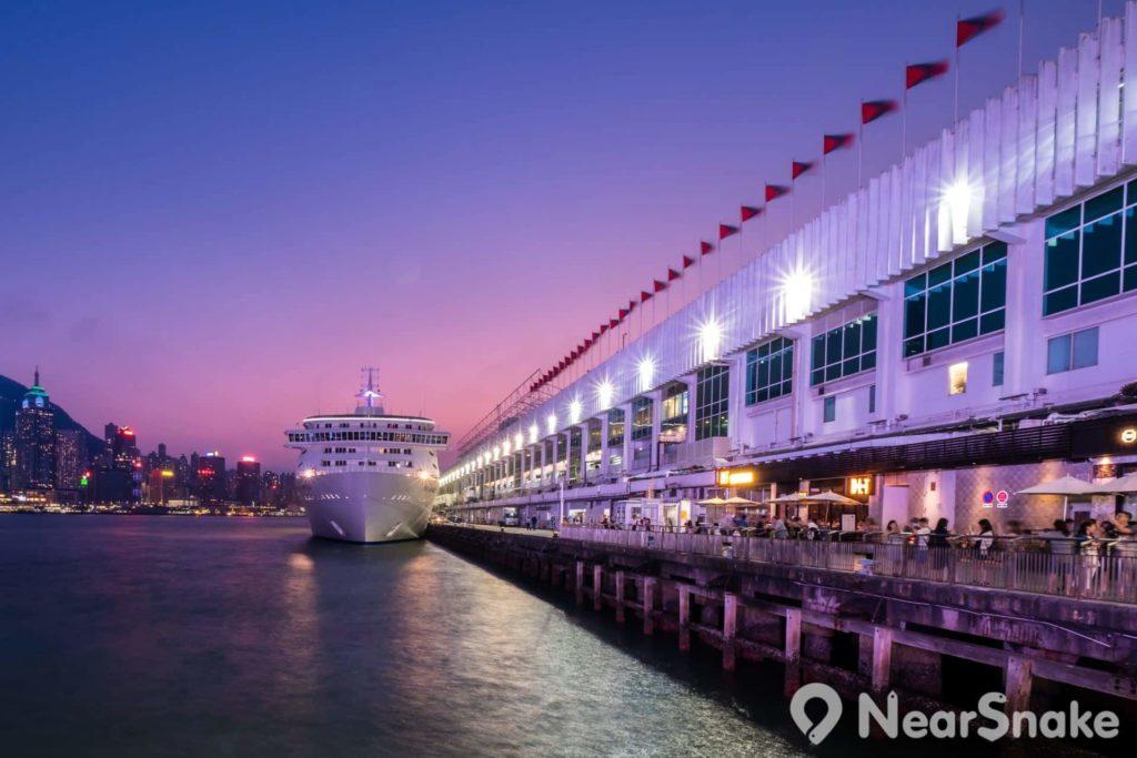除啟德郵輪碼頭外,海港城海運大廈亦是香港另一個主要的郵輪碼頭。