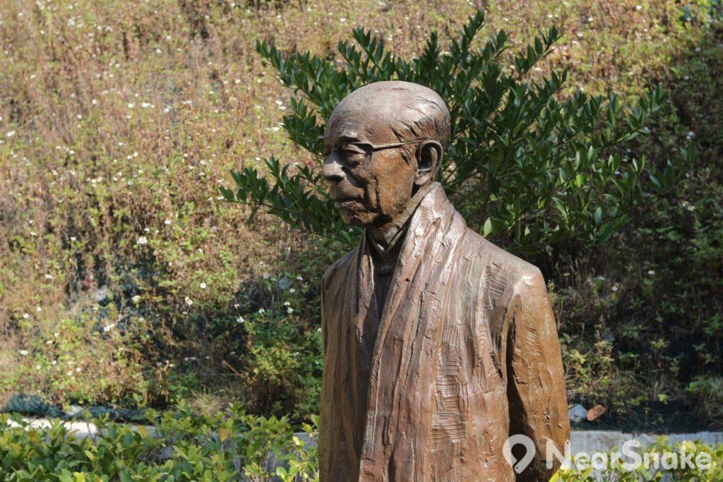 饒宗頤文化館內當然少不了國學大師饒宗頤先生的銅像。