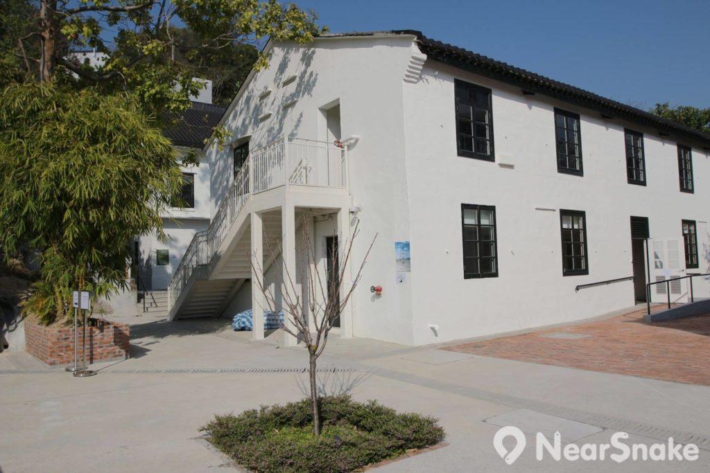 饒宗頤文化館上區內這數幢白色屋子便是文化旅館「翠雅山房」。