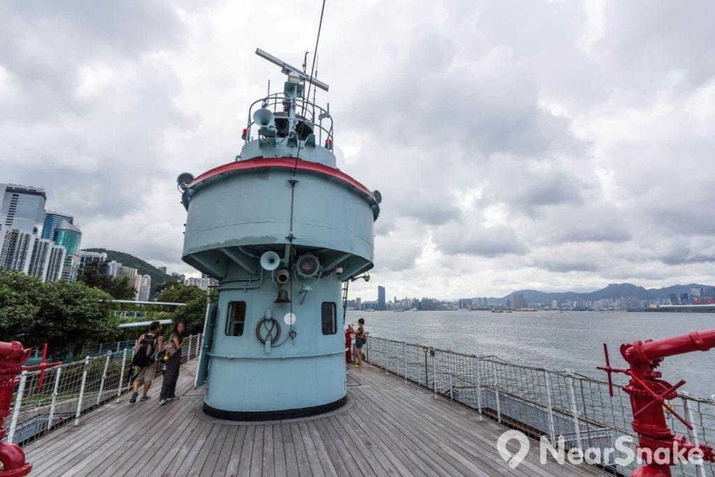 大家進入葛量洪號滅火輪展覽館後,不妨跑上甲板,在海風吹拂下,幻想自己置身於航行中的滅火輪上。