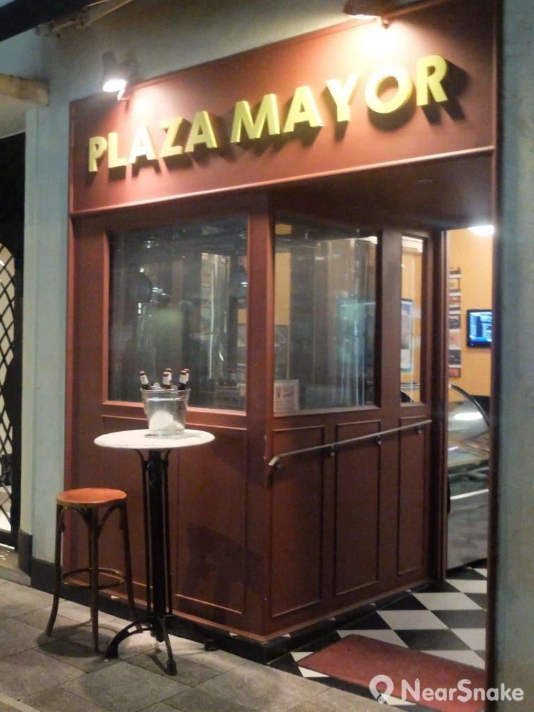 除日式餐館外,月街上還有德意英美菜各式餐廳。