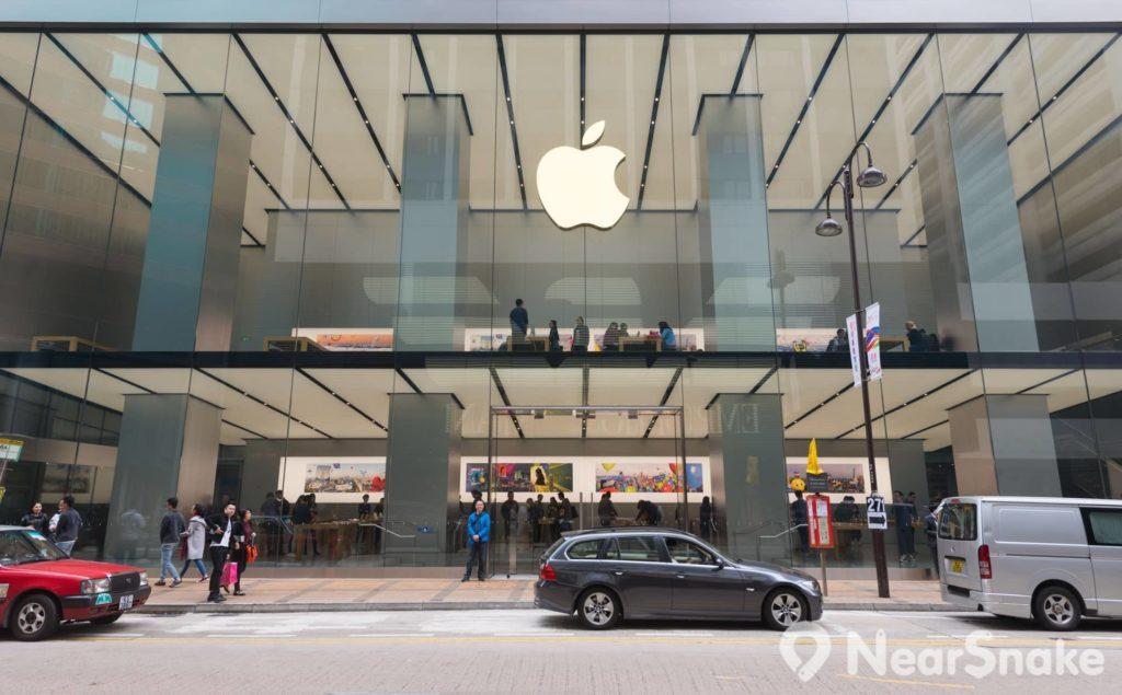 廣東道的蘋果專門店佔地廣闊,通透和充滿空間感的裝潢是其店舖標誌性特色。