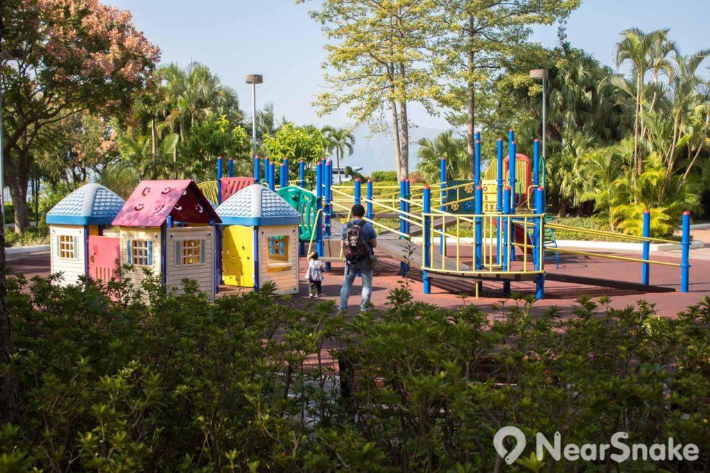 公園當然少不得兒童遊樂設施。