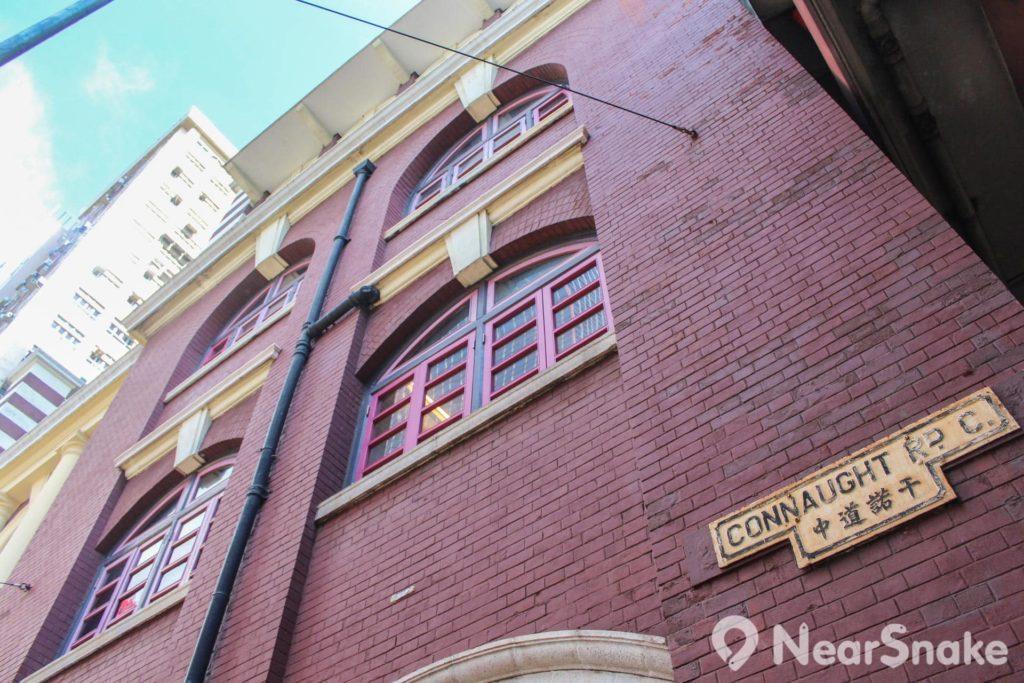 西港城以紅磚砌成,採用英國愛德華式建築風格設計。