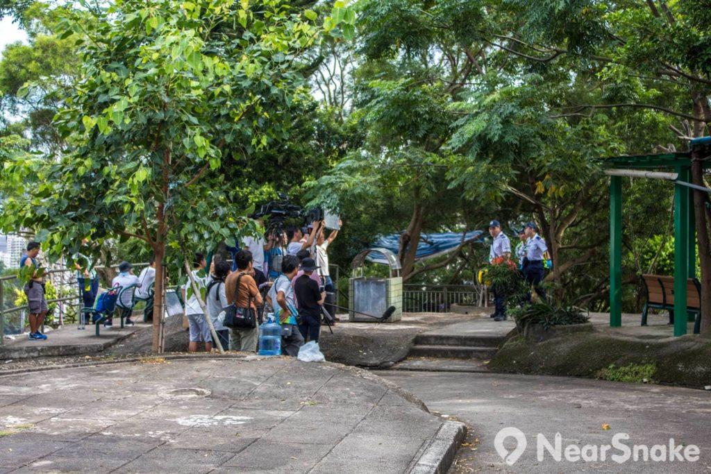 筆者遊訪喃嘸山當日,恰巧遇到拍攝電視劇的製作團隊。