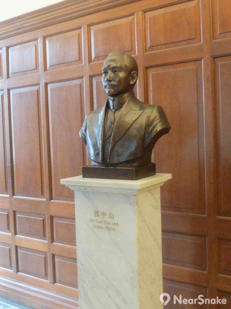 孫中山紀念館內不難看到國父的紀念銅像。
