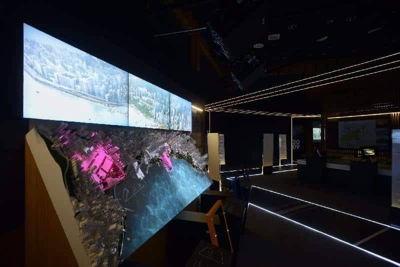 「展‧望」展區以後現代主義手法,藉著 5 個互動模型,介紹主要的香港發展項目。