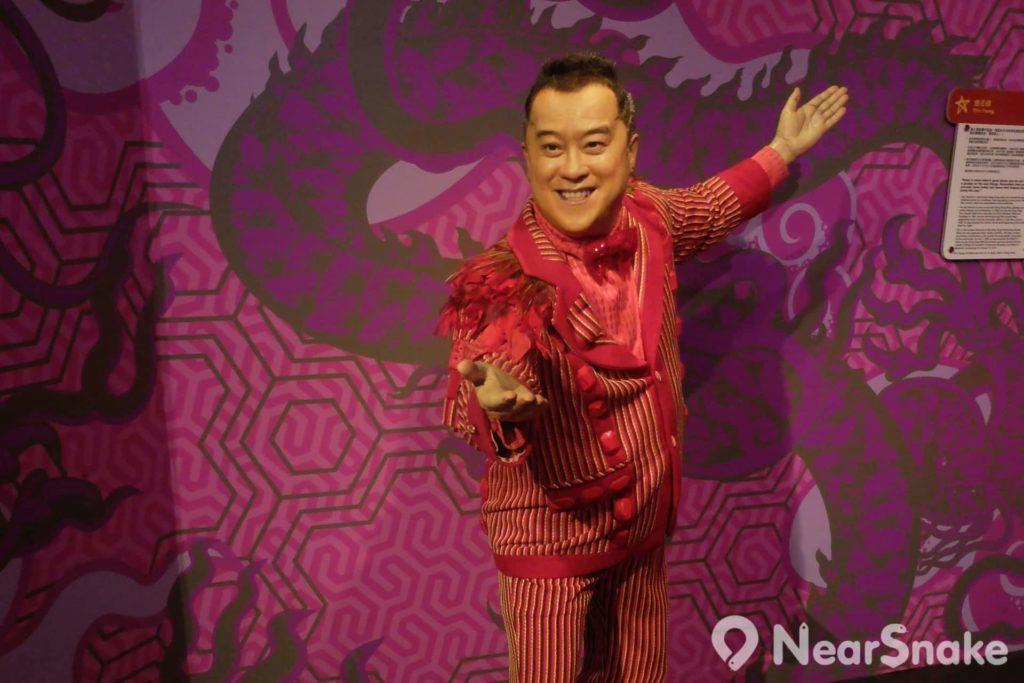 蠟像數目最多的「魅力香江」內,由獎門人曾志偉做迎賓,接著中港台及荷李活紅星均都以盛裝示人。