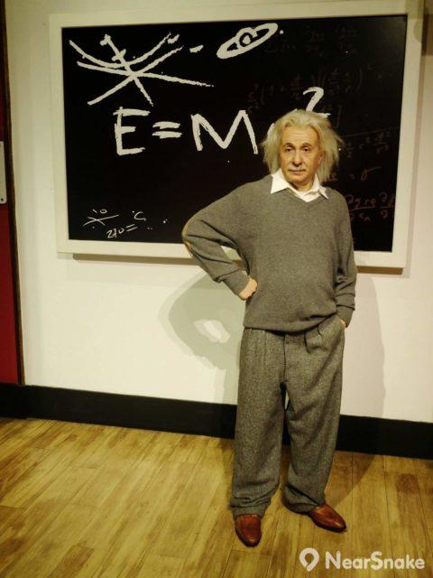 阿爾伯特·愛因斯坦(亞伯特·愛因斯坦,Albert Einstein)提出的《相對論》(Theory of relativity)的後世物理學發展有深遠影響,被譽為是「現代物理學之父」。