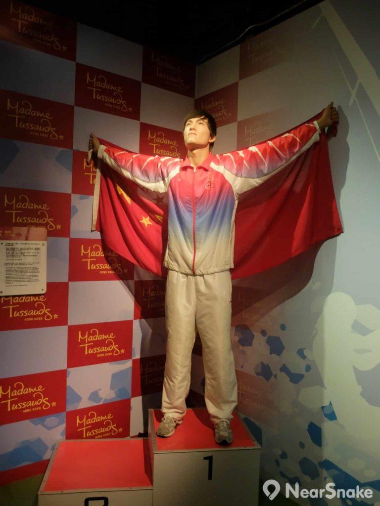 被譽為「跨欄王」的劉翔,曾獲一枚奧運會金牌、六枚世錦賽獎牌、三枚亞運會金牌,曾兩奪世界冠軍殊榮,又曾打破世界紀錄,乃 110 米欄史上首位同時擁有奧運會冠軍、世錦賽冠軍、世界紀錄榮譽的選手。