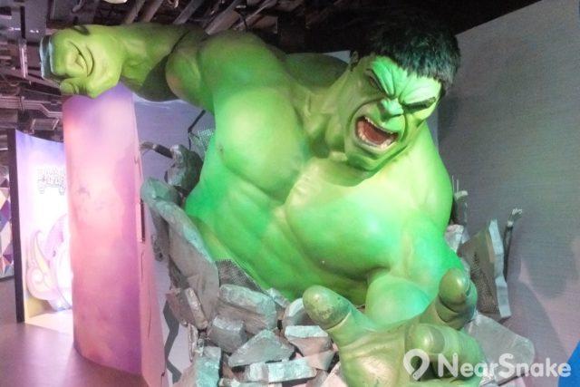 變形俠醫(綠巨人浩克)的綠色皮膚和超巨大身影,在杜莎夫人蠟像館內顯得份外矚目。