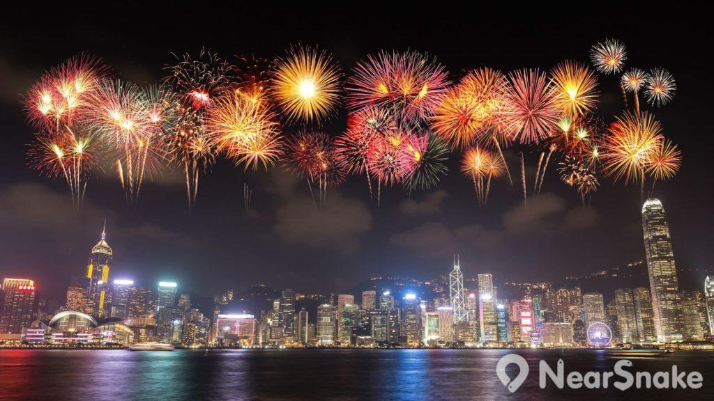 每年7月1日香港回歸日、10月1日國慶日、除夕倒數與農歷新年,香港特區政府均會在維港上空發放煙花,舉行維港煙花匯演。