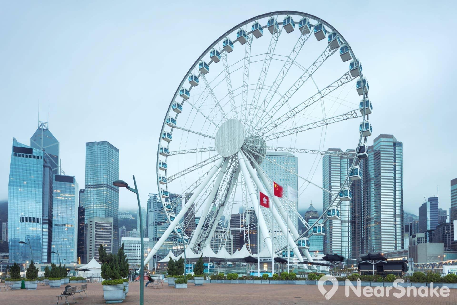 中環海濱活動空間現設有香港摩天輪、臨時休憩地、寵物公園等設施。