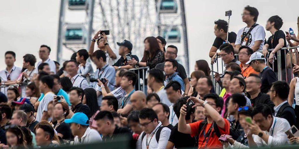 香港電動方程式主辦單位設立龍和道直路、添馬公園和觀景摩天輪三個主看台,預計兩日可容納起過 14,000 名觀眾。