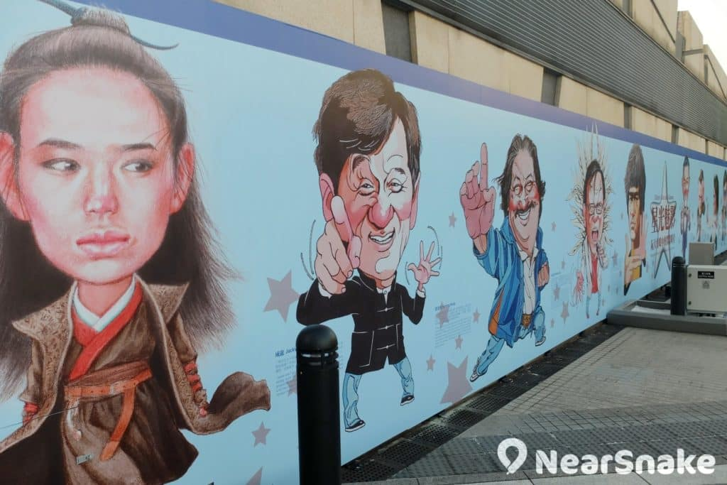 香港星光花園內擺放了多幅板畫,原來這是出自電影海報大師阮大勇的手筆。
