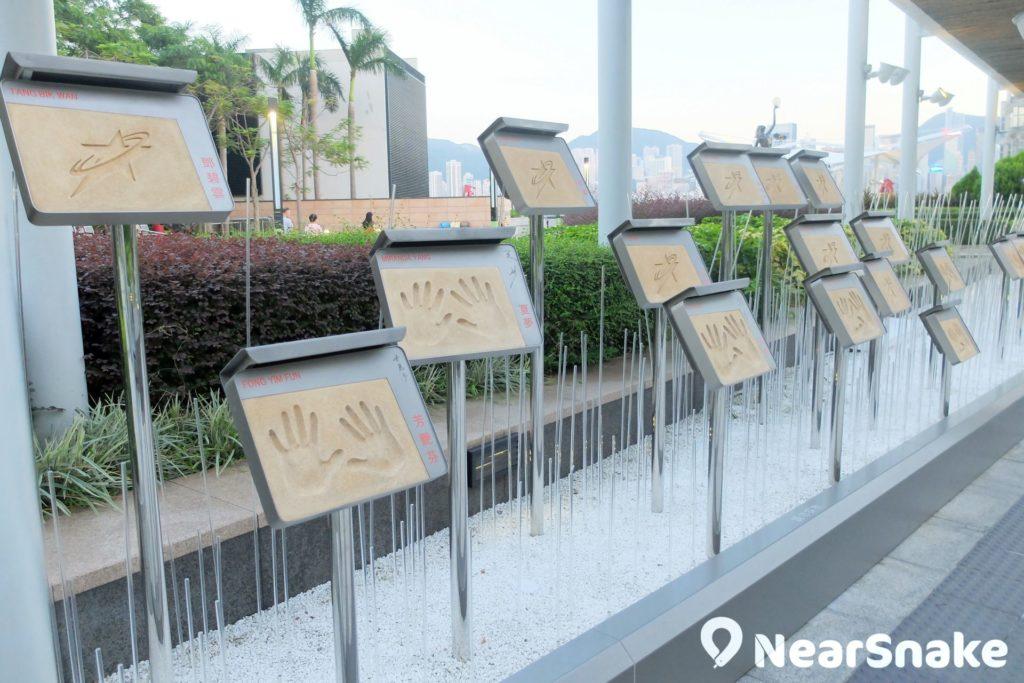 電影製作幕後功臣、已故影星、粵語片或國語片影星的「手印」,分門別類地分布在星光花園的不同位置。